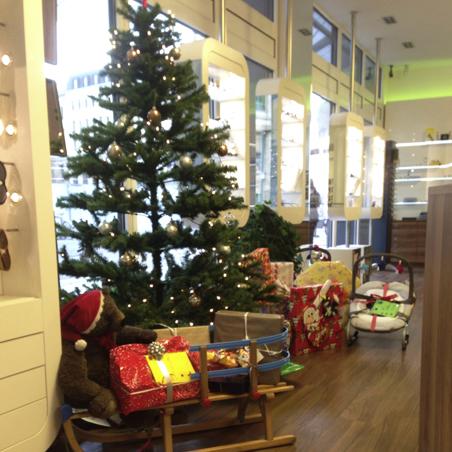 Optic by Morrison in Leipzig engagiert sich zu Weihnachten mit einem Wunschbaum