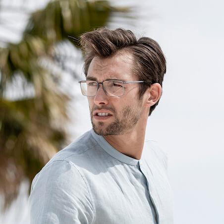 Man mit Brille von Silhouette